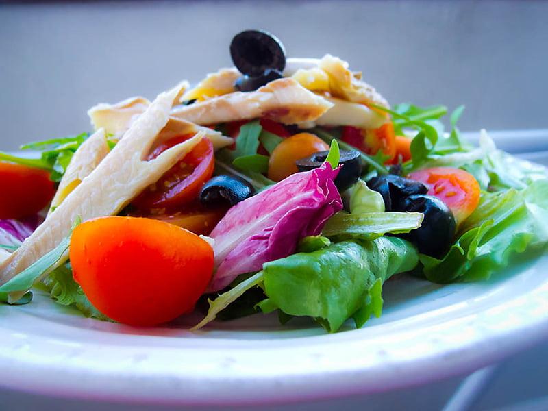 Salata Z Wedzonym Pstragiem Na Szybko Idealna Kolacja Mamalyga