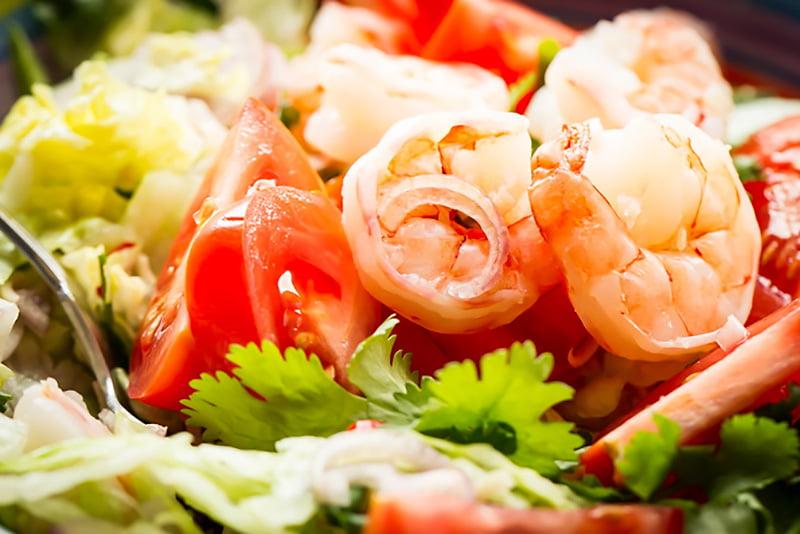 Mamalyga_tajska salata zkrewetkami