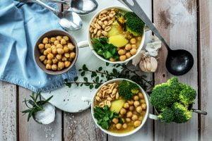 Mamalyga -brokulowa z cieciorka, musztarda francuska i orzeszkami ziemnymi
