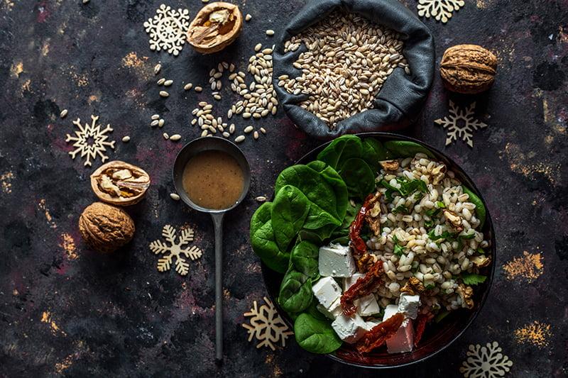 salatka z peczakiem, szpinakiem i serem feta poziom