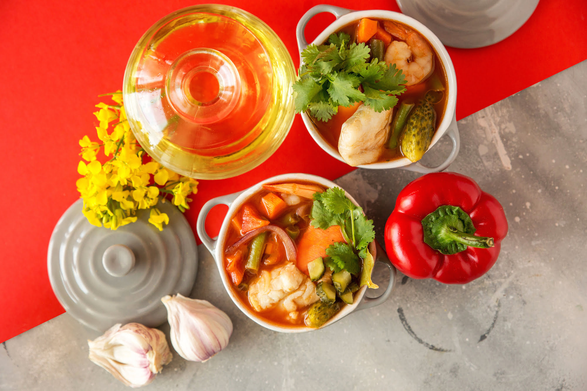 zupa rybna zpomidorami, fasolka szparagowa iogorkami malosonymi DANIE