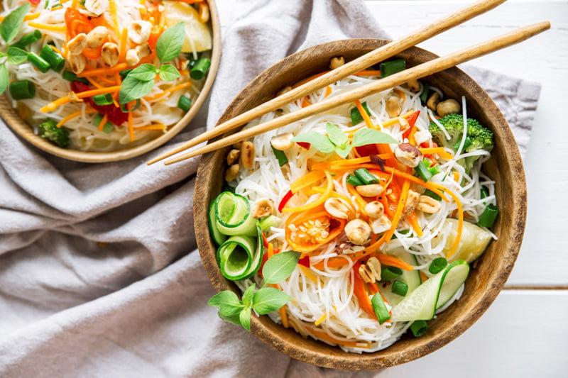 Mamalyga_makaron ryżowy z warzywami