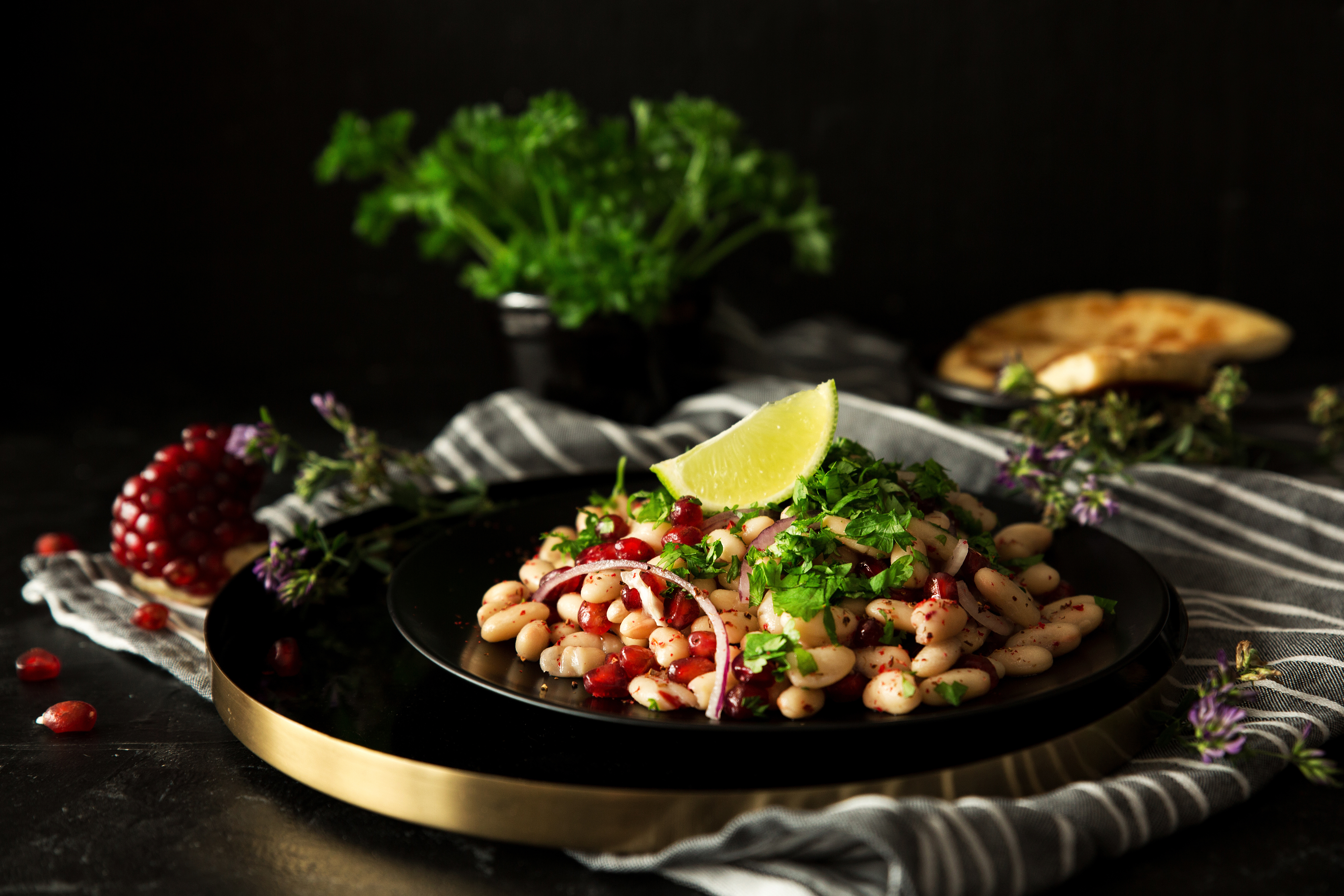 salatka z biala fasola, granatem