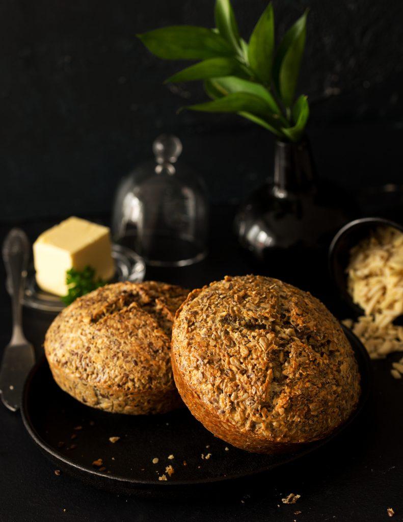 Chleb bezmąki naotrębach owsianych inatwarogu poziom